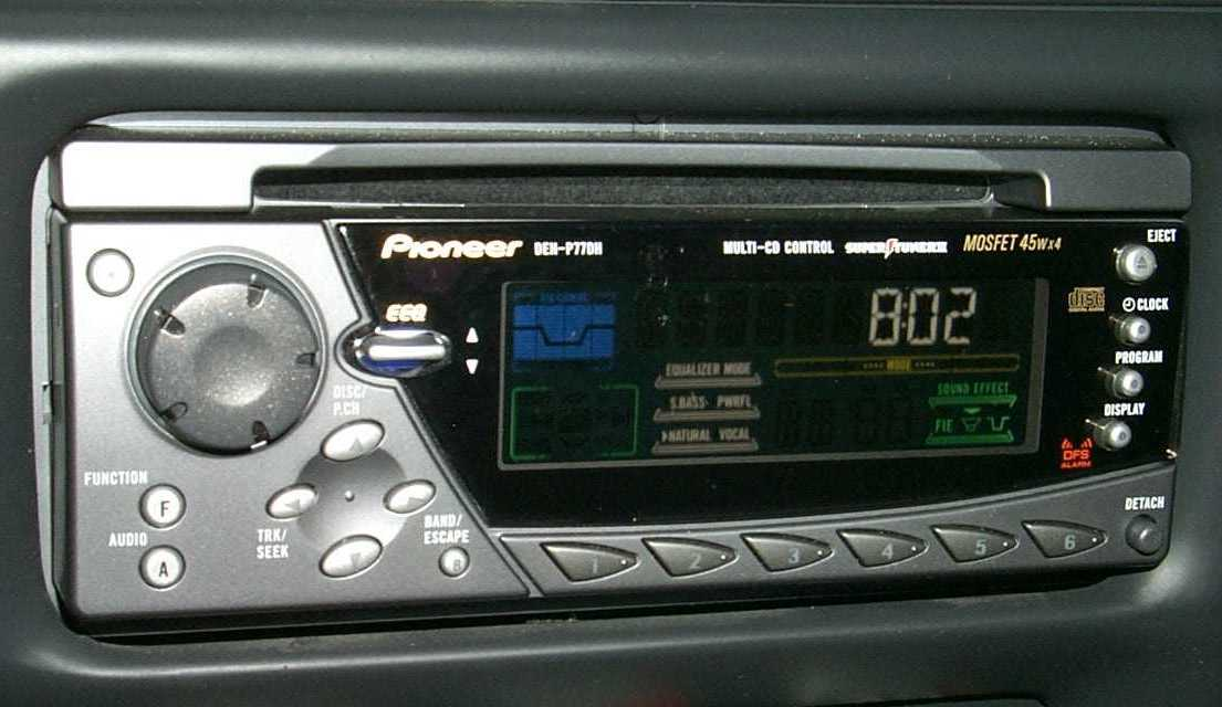Pioneer DEH-P77DH - Radio CD player - DIN - in-dash - Watts